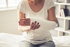 woman+with+broken+wrist+bone_mini.jpg