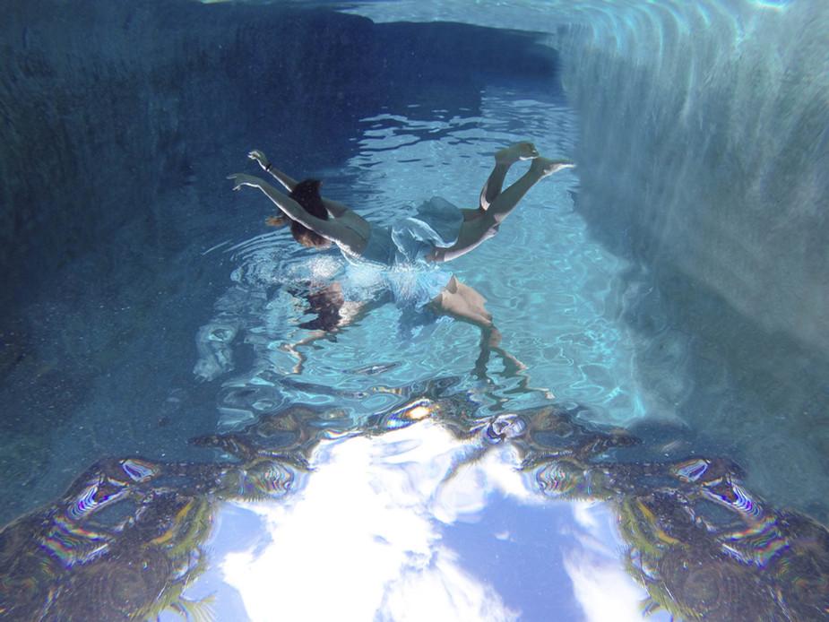 skylar marks photographer underwater fashion photography hawaii maui portrait