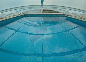 swimming-pool-1647498_1280.jpg