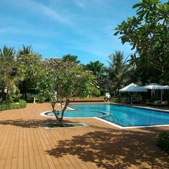 swimming-pool-2322584_1280.jpg