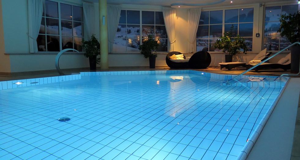 swimming-pool-659911_1280.jpg