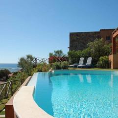 swimming_pool_outdoor_hotel-1407310.jpg