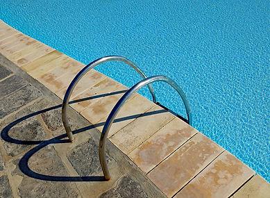 swimming-pool-3396066_1280.jpg