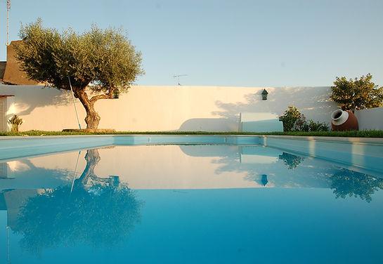 swimming-pool-643413_1280.jpg