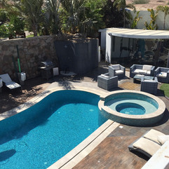 swimming-pool-1155719_1280.jpg