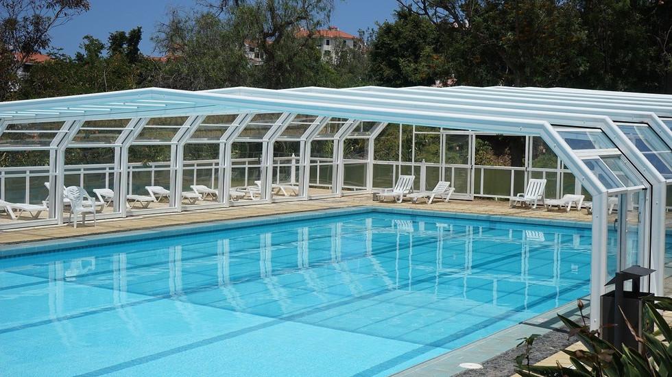 pool-375460_1280.jpg