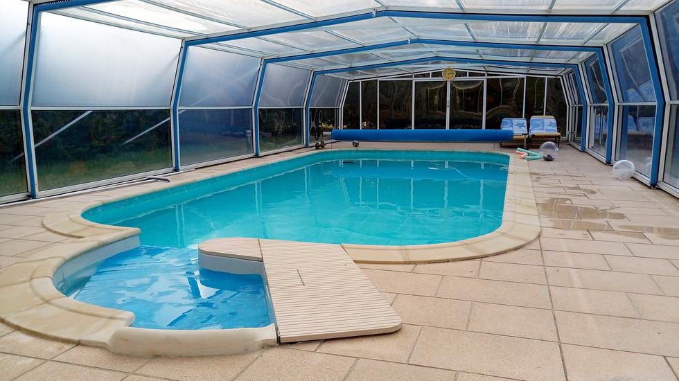 swimming-pool-1562901_1280.jpg
