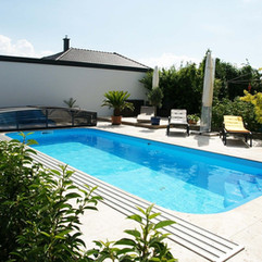 pool-3247933_1280.jpg