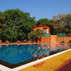 pool-628511_1280.jpg