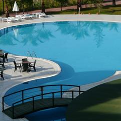 swimming-pool-64391_1280.jpg