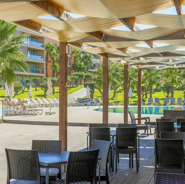 Bar et restauration de la piscine