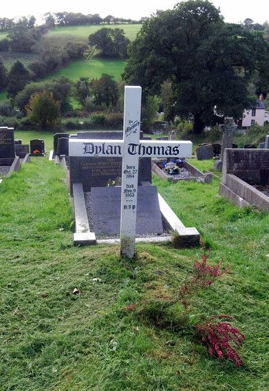 Poet DylanThomas's grave.jpg
