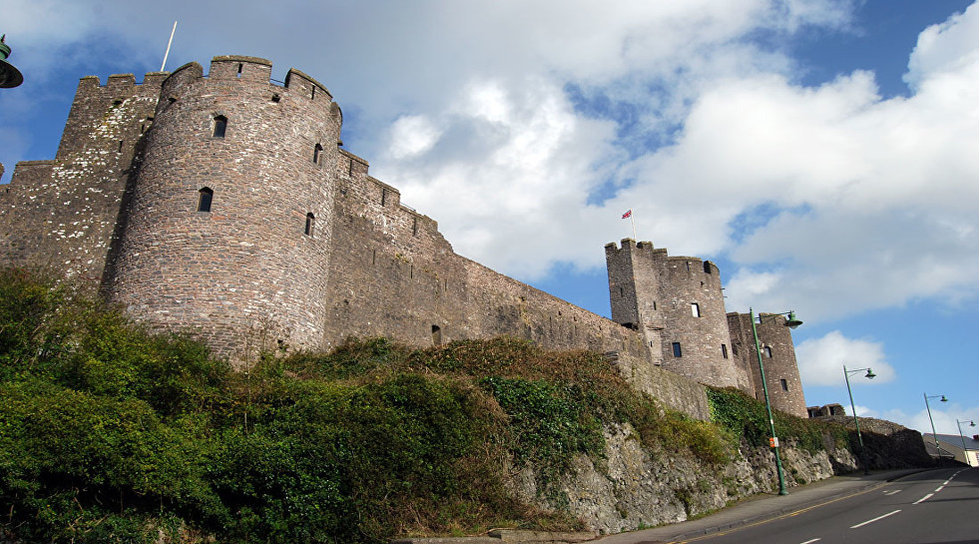 Pembroke Castle Bithplace of King Henry the Seventh Wales.jpg