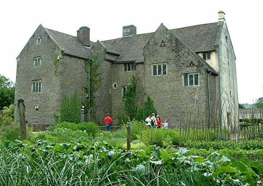Llancaich Fawr Manor.jpg