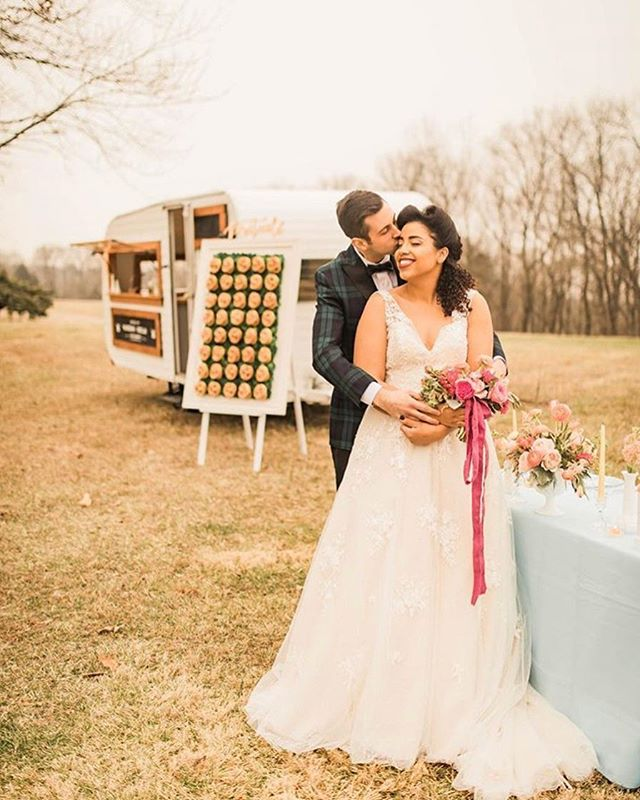 Stunning bride ✔️_Dapper groom ✔️_Pretzel wall ✔️_Gorg florals ✔️_Awesome retro camper bar ✔️