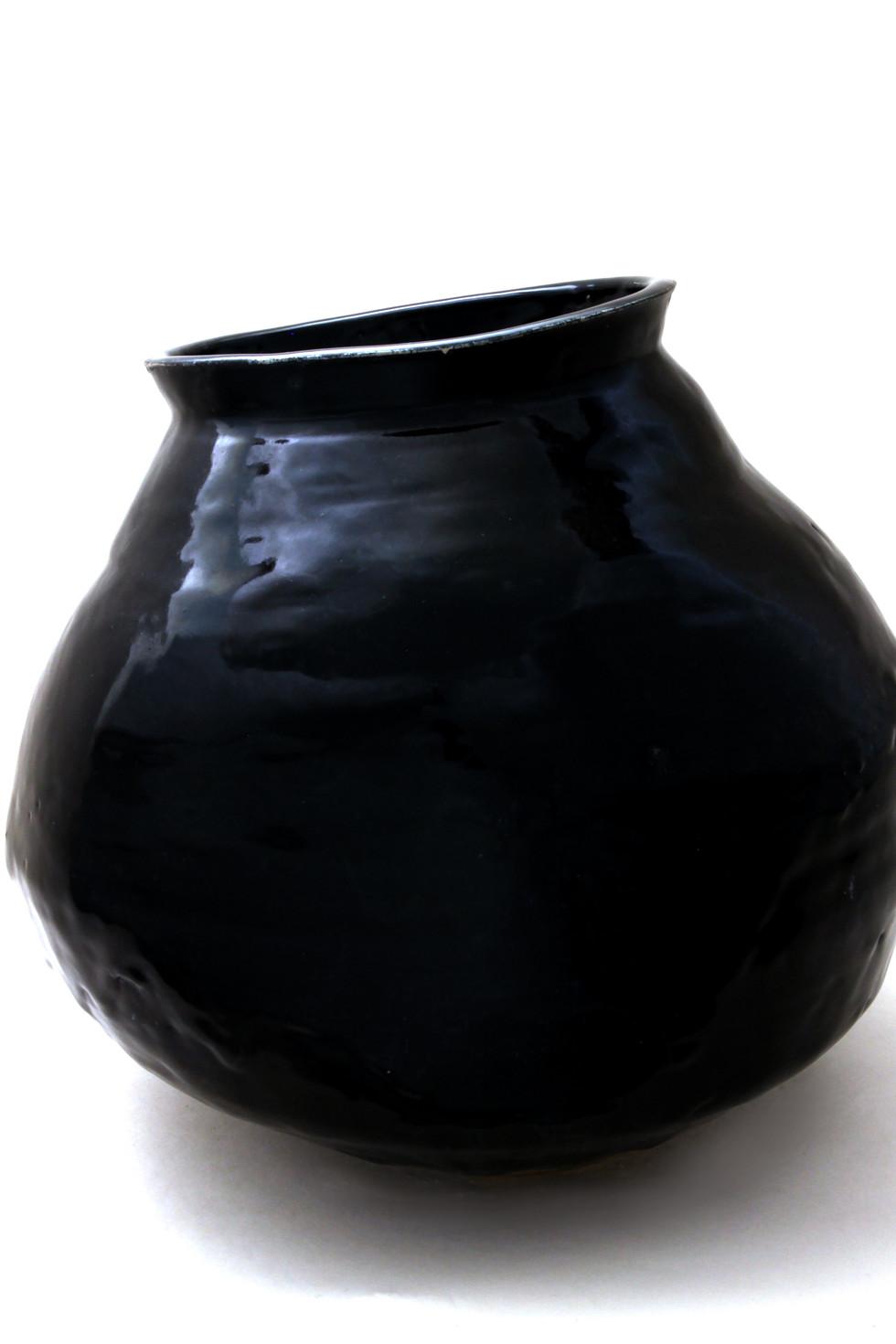 Kim Syyoung's Black ceramic Jar