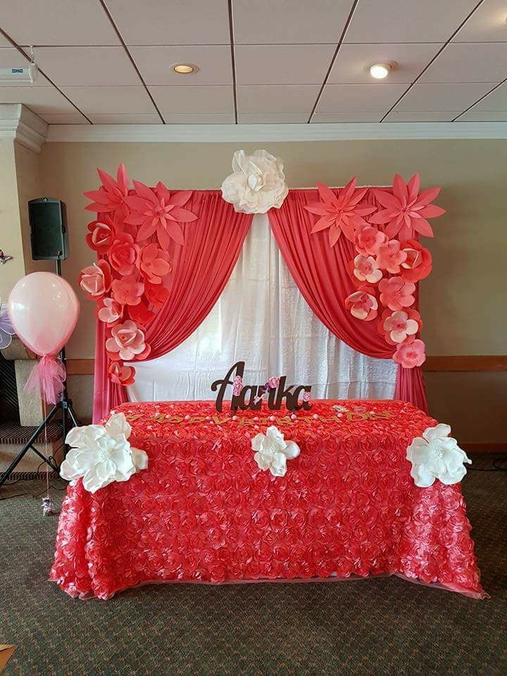 Pink backdrop & table with flowers
