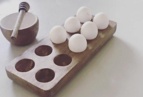 מעמד לביצים מעץ מנגו