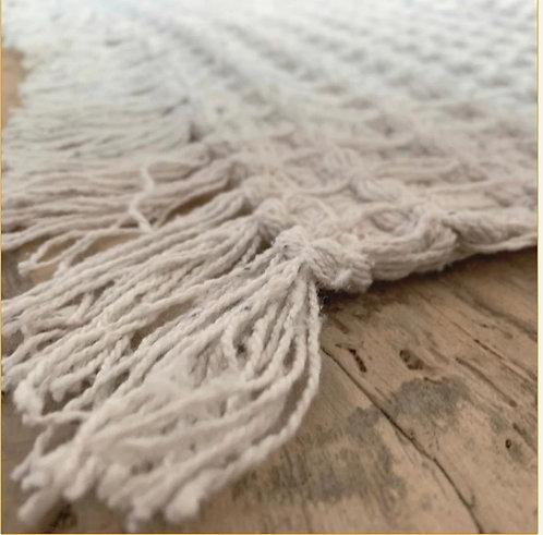 שטיח פיקה בצבע אוף וויט 120/90