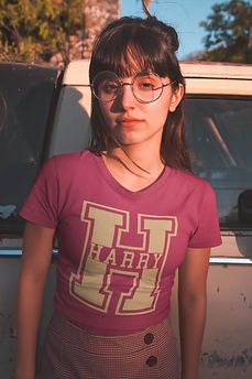 t-shirt-mockup-of-a-girl-with-round-glas