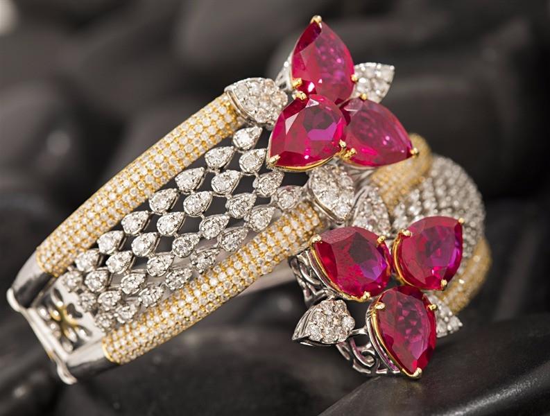 diamond bracelet flower pattern