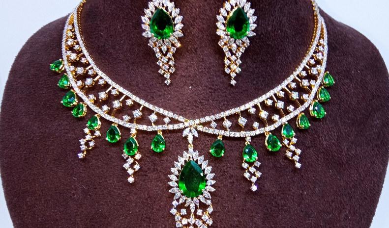 emerald diamond set