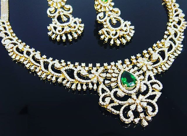 Sparkling Diamond Necklace with emerald