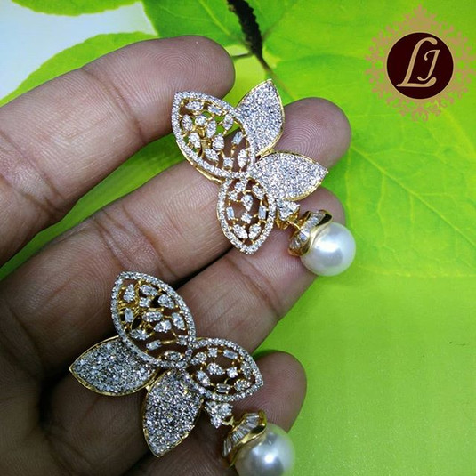 butterfly pattern diamond earring