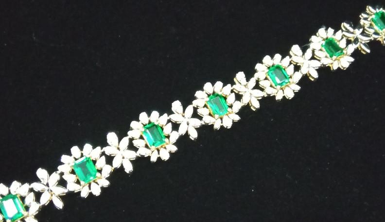 emerald loose bracelet