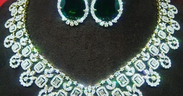 Dazzling Set in Brilliant Cut Diamonds