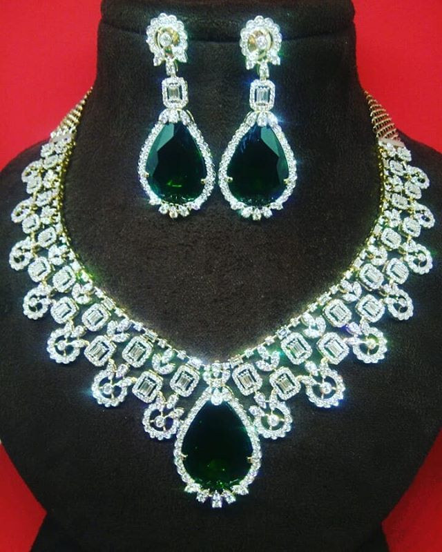 Dazzling Set in Brilliant Cut Diamonds