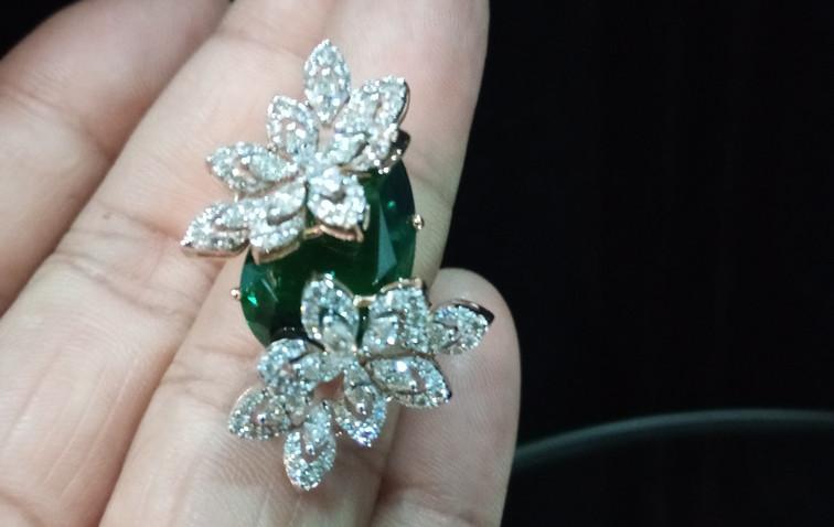 designer diamond ring with emerald