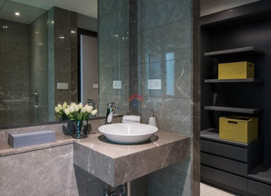 Oberoi-esquire-4 BHK- bathroom-2.jpg