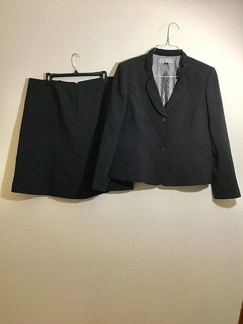Tahari  Suit - Size 18