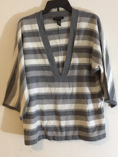 New York & Company Grey Sweater - Size XL