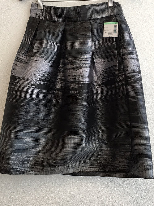 NWT Simply Styled Skirt w/Pockets - Size Medium