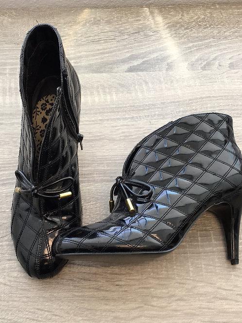 Black Shoe - Size 7