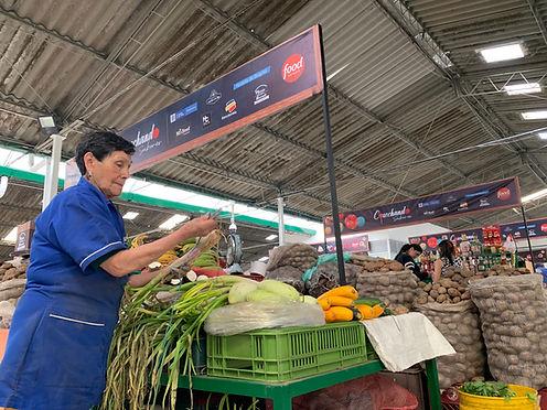"""Las plazas de mercado con """"ñapa"""""""