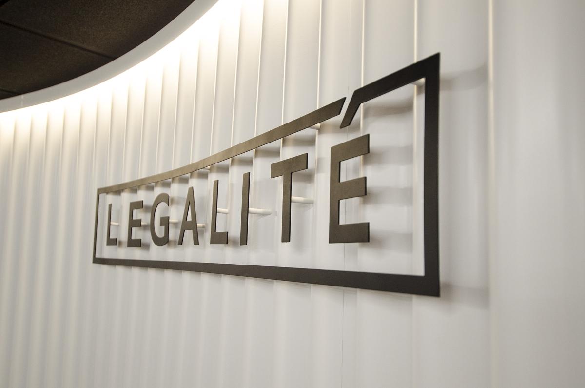 KVARTÝR | Legalité