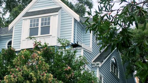 White detailed hamptons house.jpg