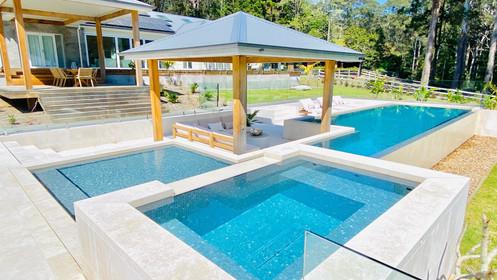 Wet edge pool designed by aedstudio