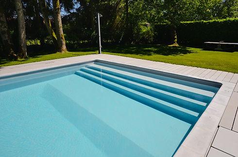 Brucker_Landschaftsbau_Poolbau_Pool_Wasser_Treppe_Eingang
