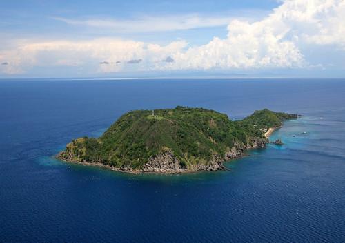 33 apo island  from the air.jpg