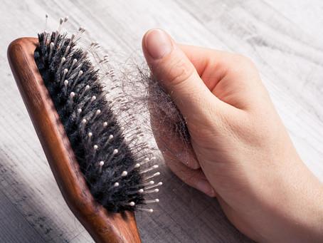Quelles sont les causes d'une chute de cheveux ?