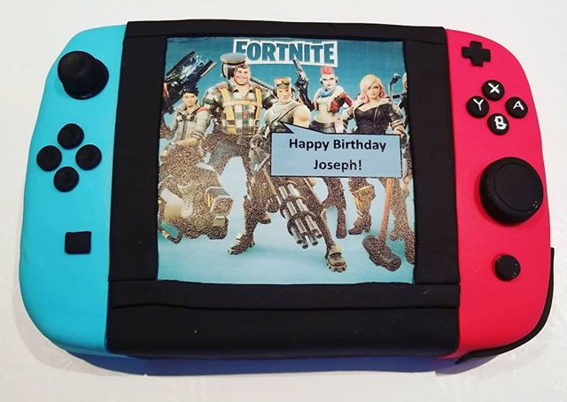 Nintendo controller cake _#picsididntget