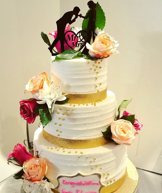Wedding cake with gold trimmed roses