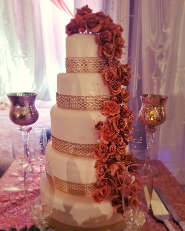 5 tier wedding cake with rose gold fonda
