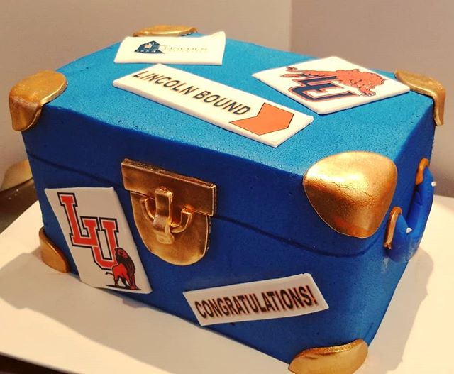 Trunk party cake for a grad headed to #l