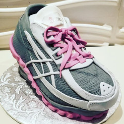 A sneaker cake for a devoted runner