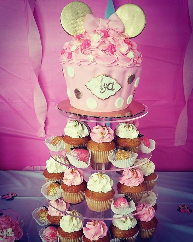 Minne jumbo cupcake and cupcake tower